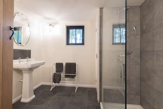 walden-lodge-bathroom