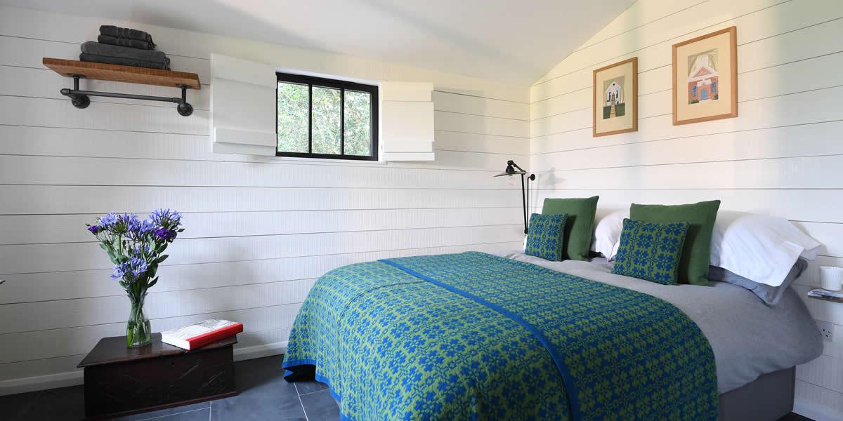 walden-lodge-bedroom-hero