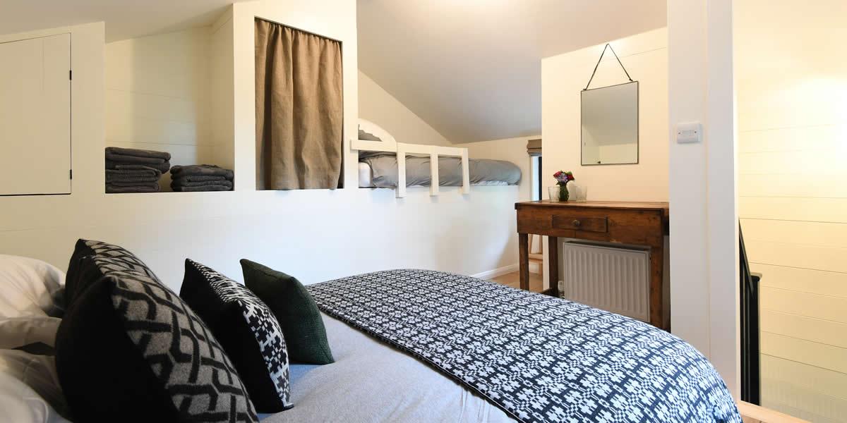 walden-lodge-bedroom2-hero
